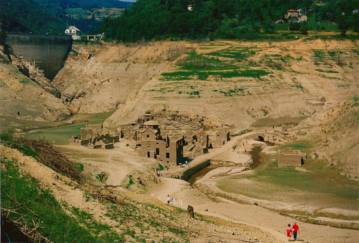 Tuscany tours - Fabbriche di Careggine, the Ghost Village ...