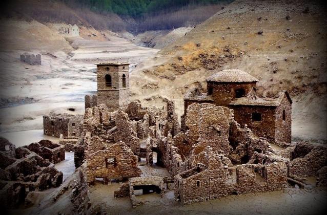 Tuscany tours fabbriche di careggine the ghost village buried under the vagli lake - Fabbriche di mobili in veneto ...